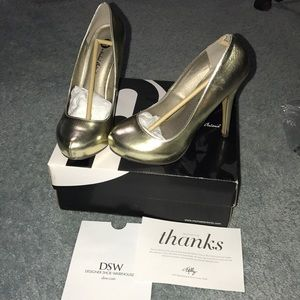 Worn Once-Gold Closed Toe High Heels
